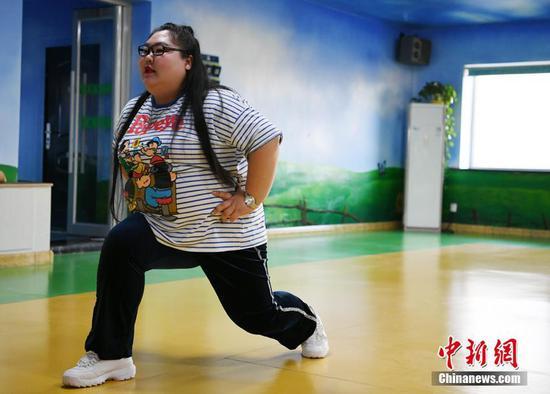 特型女演员减肥 同伴离世感悟健康可贵