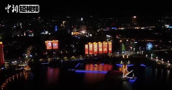 炫酷!119消防主题灯光秀点亮新疆夜空