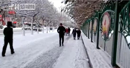 """新疆北部多地降雪 多地气温降至""""冰点""""以下"""