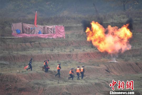 中部四省公安特警红蓝对抗反恐实战演练在鄂举行