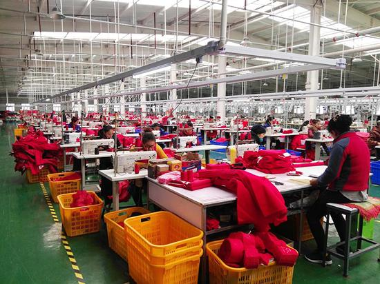 现代化的服装加工厂。