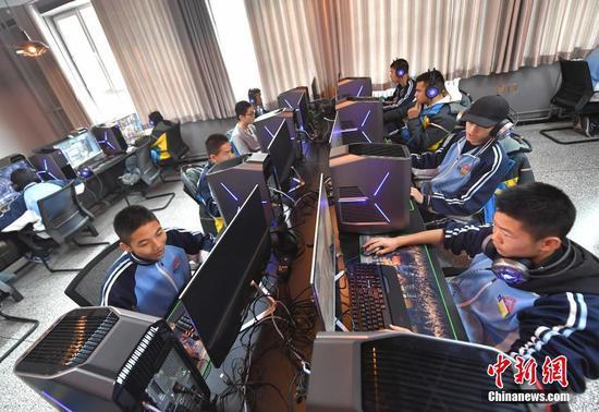 上课打游戏 乌鲁木齐一学校开设电竞专业