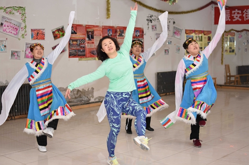 乌鲁木齐市振安街北社区开展冬季文化活动 居民热身又热心