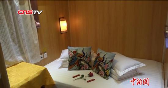 """探访""""新东方""""豪华专列 大床房可洗澡堪比星级宾馆"""