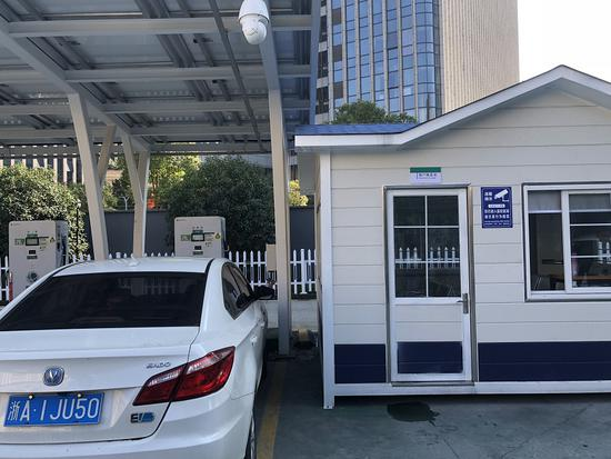 中大银泰城充电站。杭建宣摄