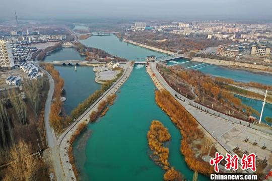 航拍新疆博湖县冬景 不是江南胜江南