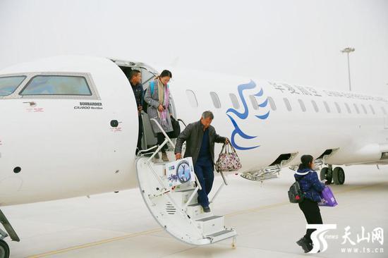 新疆巴州首条环飞航线库尔勒-若羌-且末正式通航