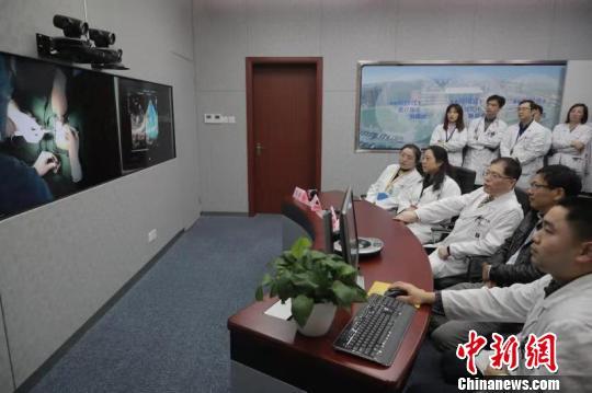 上海专家远程精准指导微创手术救治新疆先心病患儿