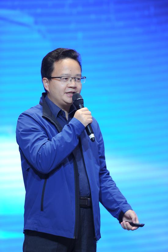 """图为:福田智科信息技术服务公司总经理杨兆昂作""""车联网大数据为产业赋能""""主旨演讲。张茵摄"""