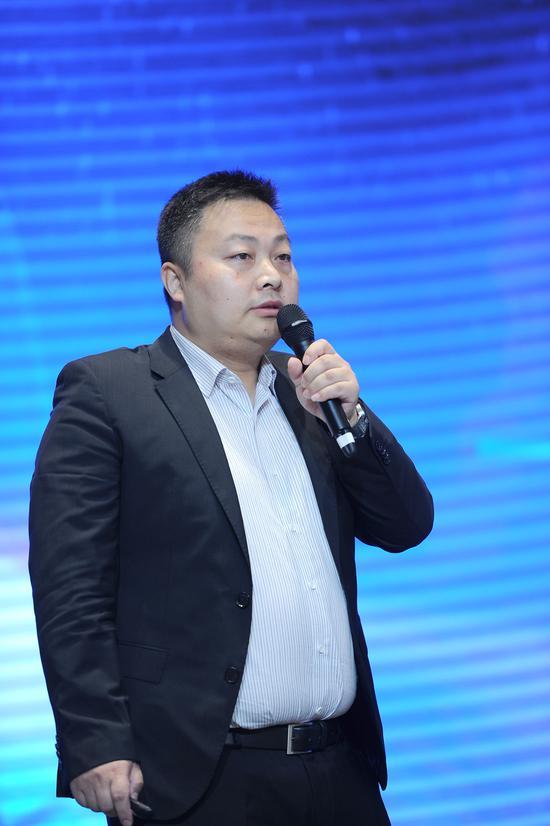 """图为:华为汽车行业高级产品总监田宇作""""服务于未来出行的变革""""主旨演讲。张茵摄"""
