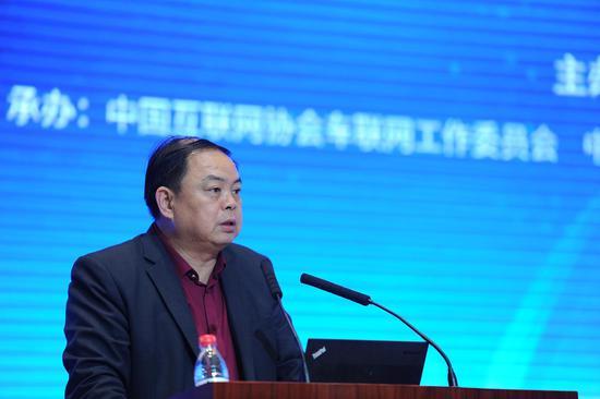 图为:国家发展和改革委员会综合运输研究所所长汪鸣在峰会上作开幕致辞。张茵摄