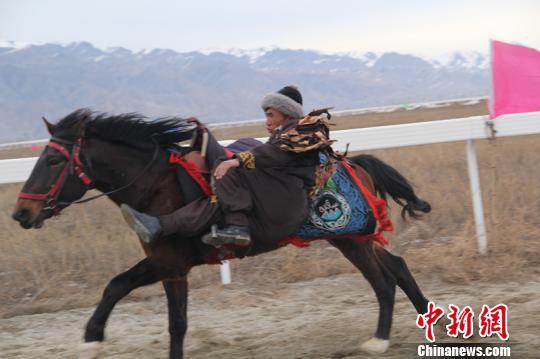 新疆喀拉峻草原上演系列民俗开启冬季游