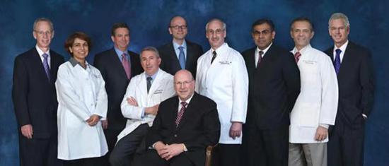 图为AC0058 II期临床主要研究者Roy Fleischmann博士(中间)和Metroplex临床研究中心(MCRC)医师们。供图