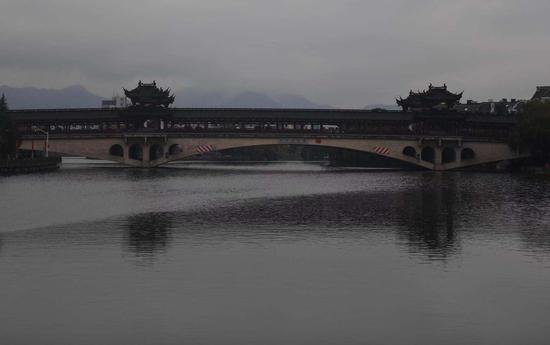 图为绍兴环城河一角。王刚 摄