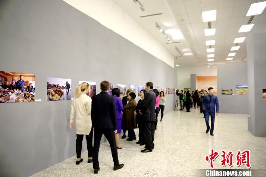 """""""辉煌中国·新疆篇""""图片展在哈萨克斯坦首都开幕"""