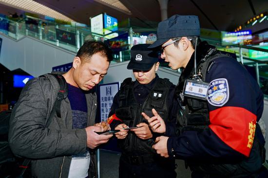 新疆铁警开展客票调查