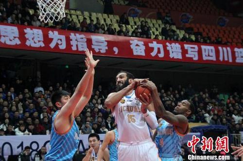 新疆男篮更换外援 伊朗中锋哈达迪重返CBA赛场