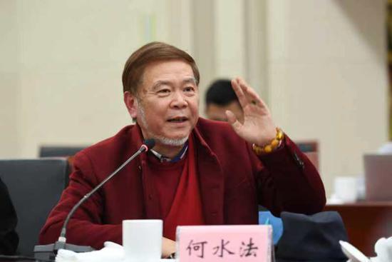 在《浙江改革开放40年口述历史》新书首发式暨浙江改革开放40周年研讨会上,何水法演讲。 王刚 摄
