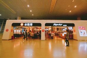 图为:杭州火车东站EXPRESS必胜客餐厅。 商家供图