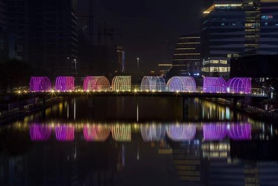 图为灯光节现场。 宁波文化广场供图