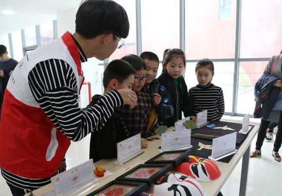 嘉兴实验小学学生组团来同济浙院感受科技魅力。  曹嘉燕 摄