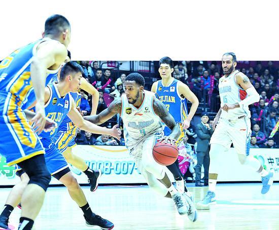 新疆男篮122∶115险胜福建队 联赛排名升至第5位