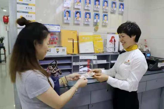 """""""便民诚信箱""""是温州银行提升客户满意度、践行普惠金融的新举措  温州银行供图"""