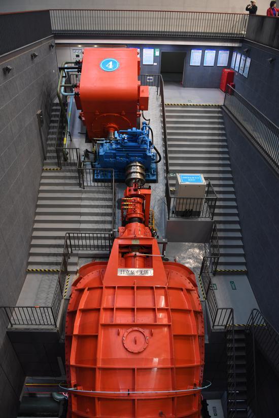 图为:杭州三堡排涝工程的泵站。  王刚 摄