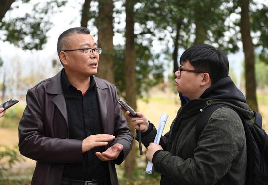 图为:天台县水利局总工程师庞春强在接受记者采访。  王刚 摄