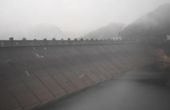 图为:白溪水库的大坝。 王刚 摄