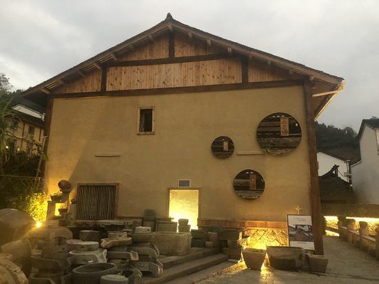 让川村在村居建筑中融入畲族文化元素 潘沁文 摄