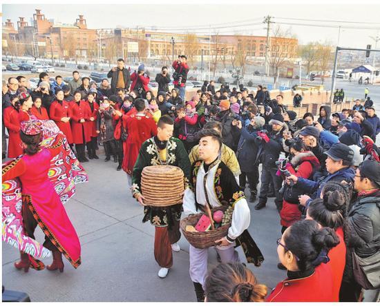 上海百名摄影家到喀什古城采风