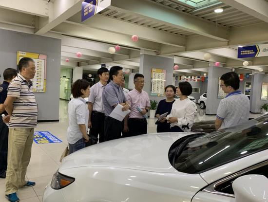 图为宁波市场监管局开展二手车交易集中专项整治 宁波市场监管供图
