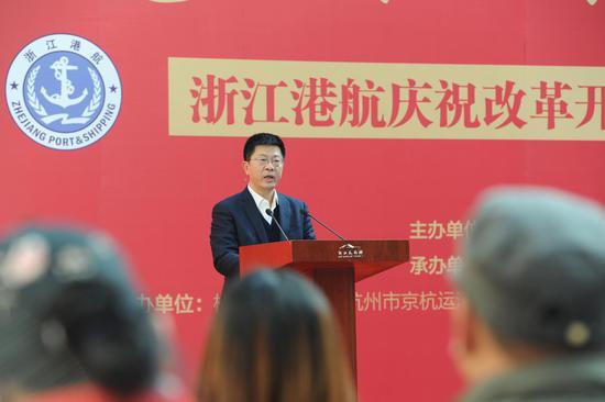 图为:浙江省港航管理局局长胡旭铭正在致辞。张茵 摄