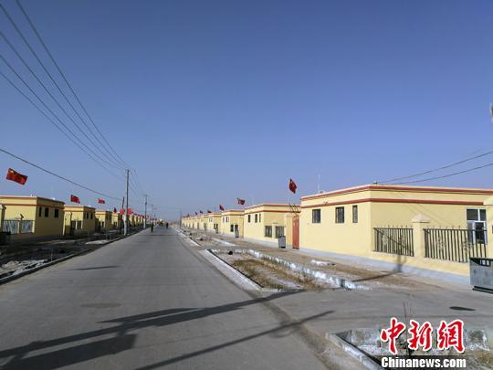 新疆柯坪县易地扶贫搬迁:村民新房会客厅卫生间等样样有
