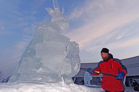 新疆克拉玛依市十二生肖冰雕迎冬至