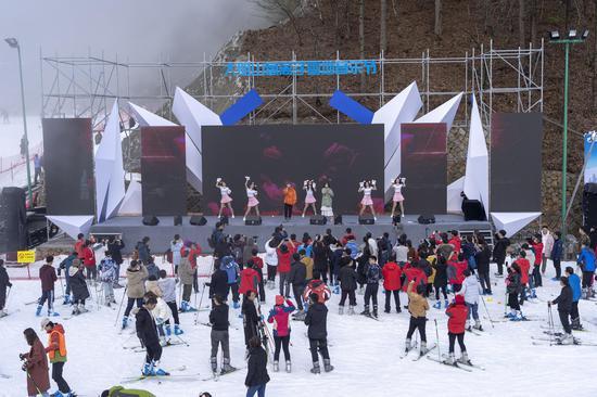 氧离子雪地音乐节火热开唱 滑雪与音乐的双