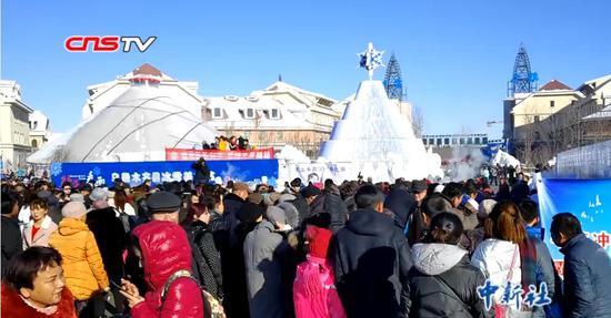 看雪景品哈萨克族美食 乌鲁木齐冰雪节开幕