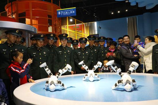 新疆军区某训练基地官兵领悟库尔勒发展巨变