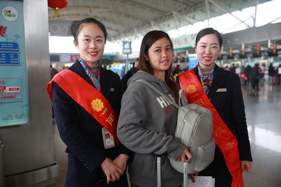 宁波机场阳光服务人员。宁波机场提供