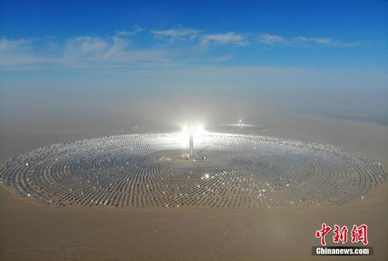 中国建成首个百兆瓦级熔盐塔式光热电站