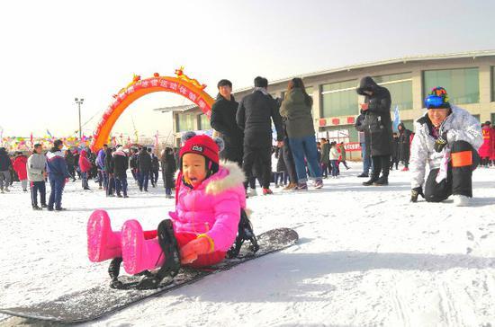 """巴州""""冰雪运动体验季""""让冷资源""""火""""起来"""