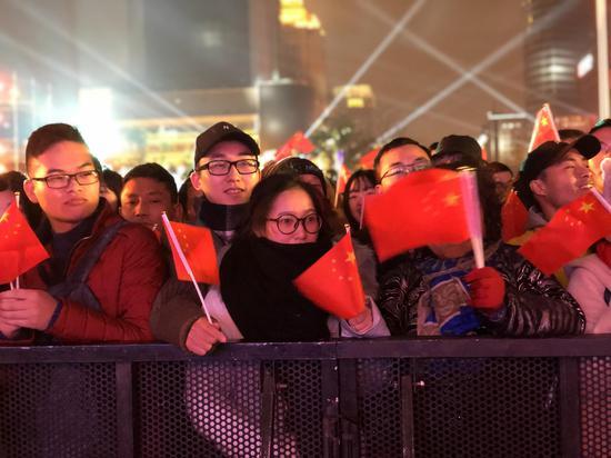 """杭州""""武林跨年"""":灯光大秀引万人倒计时"""