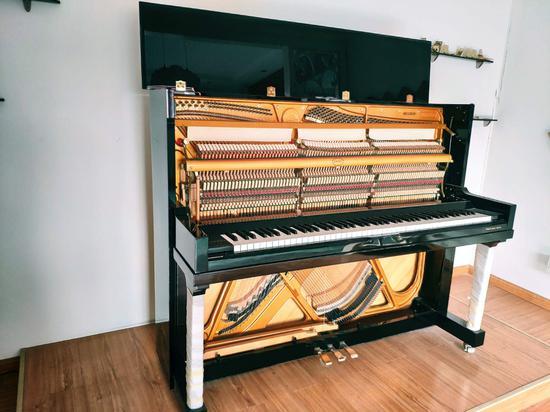 钢琴部件构造图  施紫楠 摄