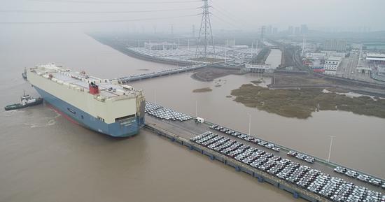 宁波舟山港迎外贸滚装航线 2300辆国产车运往