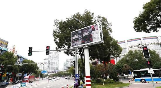 """图为:浙江台州街头出现""""人脸识别""""系统 台州公安供图"""
