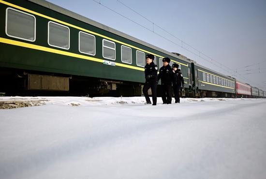 乌鲁木齐铁警备战春运保安全