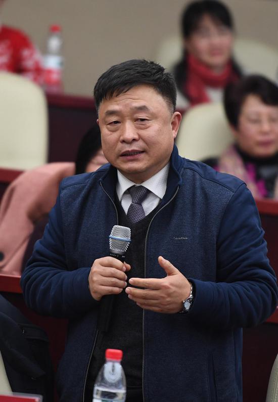 图为:浙江省社会主义学院副院长隗斌贤在发言。  王刚 摄