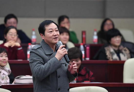 图为:浙江省科协党组成员、副主席王忠民在讲话。  王刚 摄