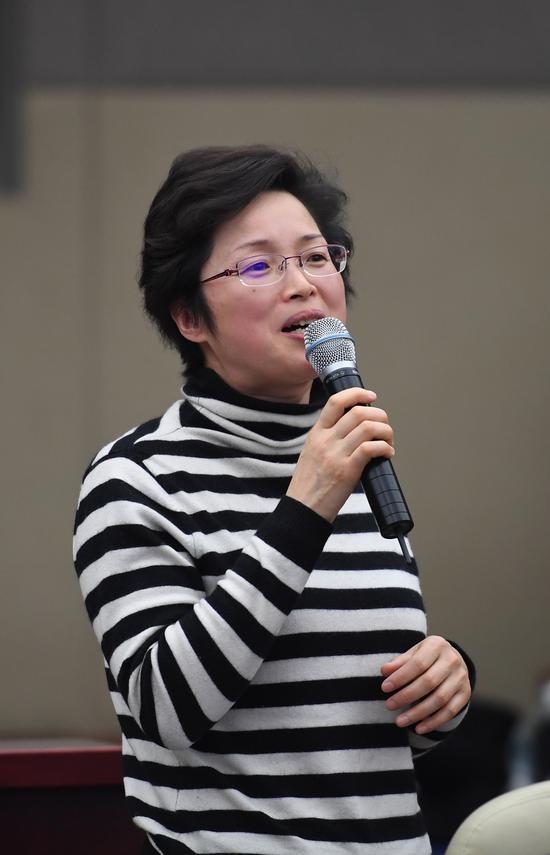 图为:浙江省妇联副主席陆英在发言。  王刚 摄